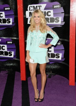 Carrie_Underwood_Arrivals_CMT_Music_Awards_AYnCu139nsRx