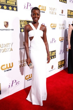 Lupita Nyong'o Arrivals+Critics+Choice+Awards+lA7pCnnWUAzl