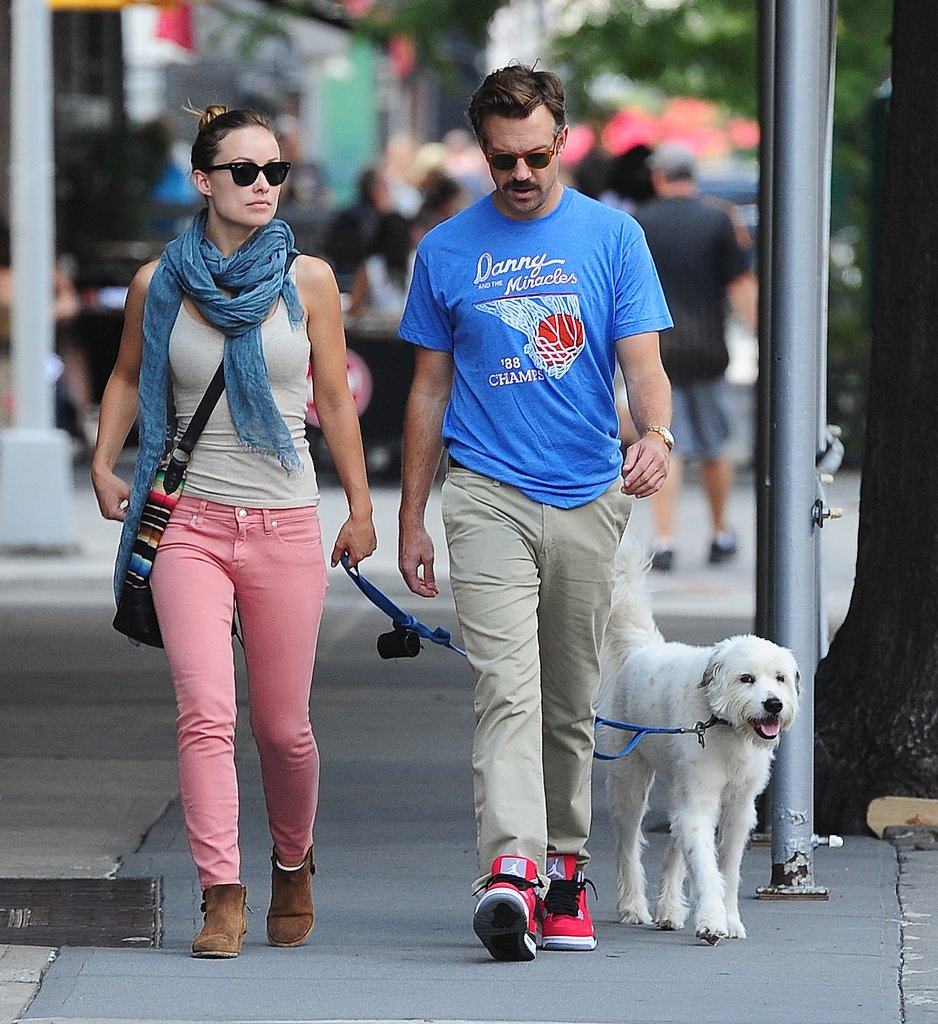 Olivia-Wilde-Jason-Sudeikis-took-dog-walk-around-NYC-July-2013