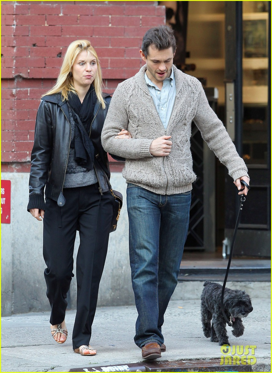 Claire Danes and Hubby Hugh Dancy Walk the Dog in New York