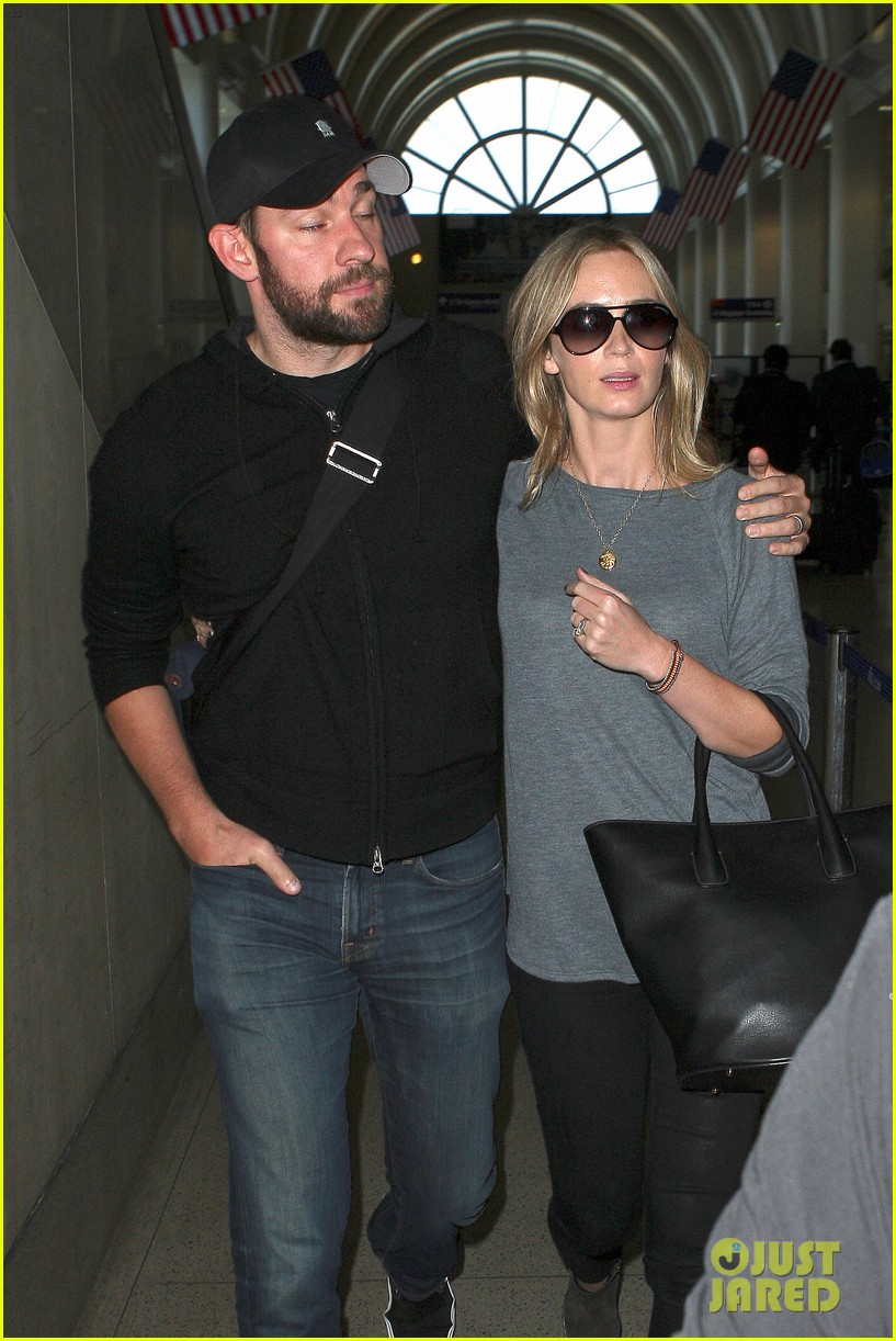 emily-blunt-john-krasinski-return-to-los-angeles-14