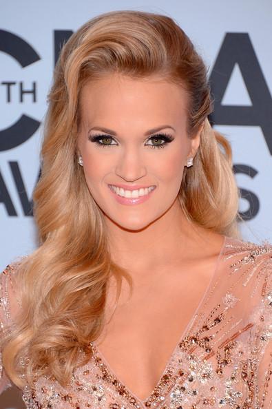 Carrie+Underwood+Arrivals+CMA+Awards+EnLs_BWJGAhl