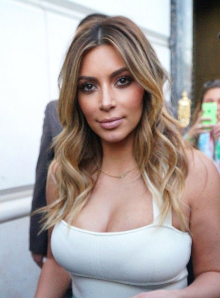 Kim+Kardashian+Kim+Kardashian+Enjoys+Shopping+h0oORNk7qAIl