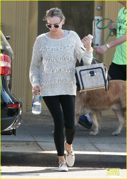 diane-kruger-starts-week-with-frilly-pilates-session-03