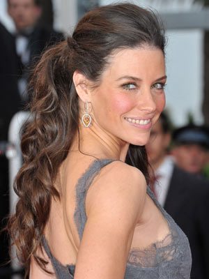 evangeline-lilly-hair-up-down