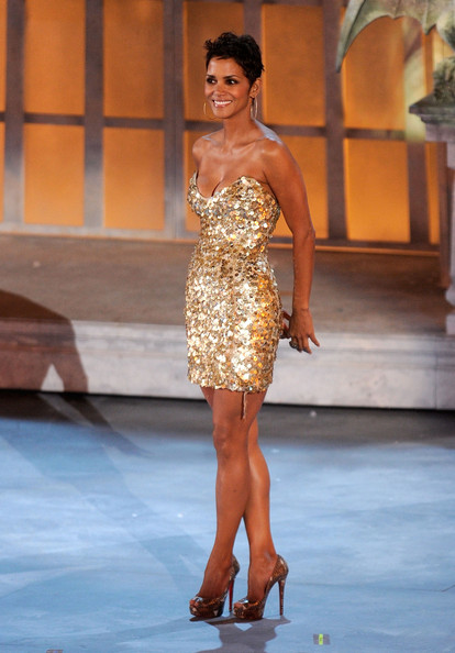 Halle+Berry+Dresses+Skirts+Strapless+Dress+c2rx3SidQ3tl