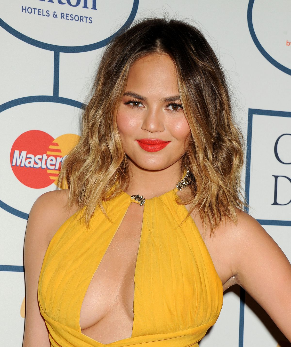 chrissy-teigen-at-2014-pre-grammy-gala-in-beverly-hills-2_1