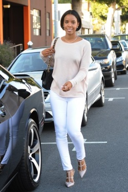 essencecom-kelly-rowland-and-her-family-go-bridal-shopping-in-beverly-hills_347x520_37