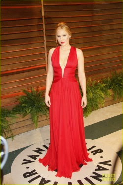kristen-bell-idina-menzel-brings-frozen-joy-to-vanity-fair-oscars-party-2014-03