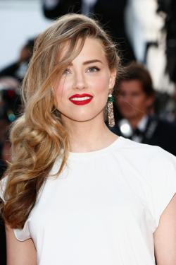 Amber_Heard_Two_Days_One_Night_Premieres_Cannes_scqKJ7HdIwcx