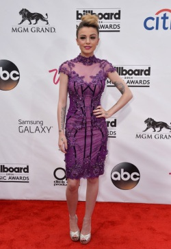 cher-lloyd-billboard-music-awards-2014-red-carpet-03