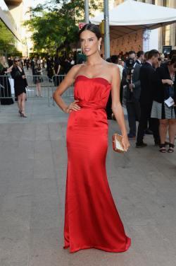Alessandra+Ambrosio+Arrivals+CFDA+Fashion+sWFd-3uNUAox