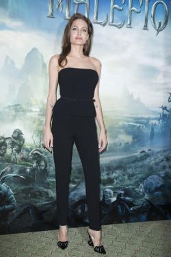 Angelina Jolie Elle Fanning_06.05.14_DFSDAW_012