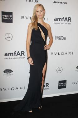 Karolina Kurkova - amfAR New York Gala - 001