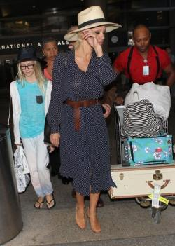Pamela+Anderson+Arriving+Flight+LAX+ACM5abwWpRtl