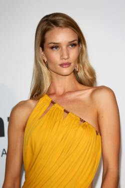 Rosie+Huntington+Whiteley+Arrivals+Cinema+kVo93Y7YVFrl