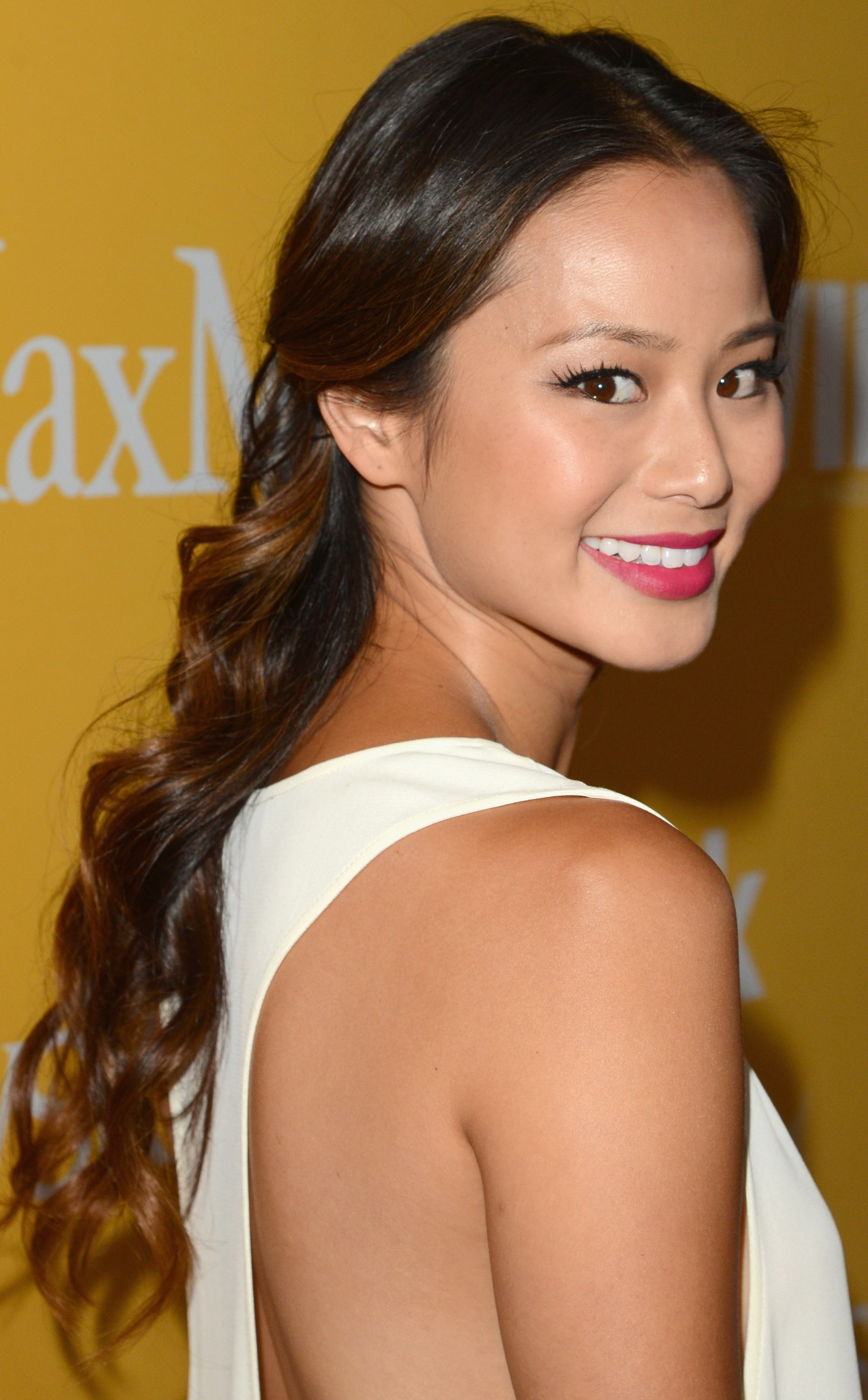 Jamie-Chung-Cute-Medium-CurlsJamie-Chungs-Glam-CurlsAsian-curly-hair-CurlyJamie-Chungs-Curly-Updo-Jamie-Chungs-long-02