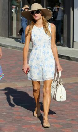 Paris-Hilton-Out-About-in-Malibu-0021-412x700