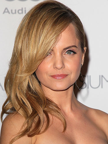rbk-date-night-hairstyles-mena-suvari-lgn