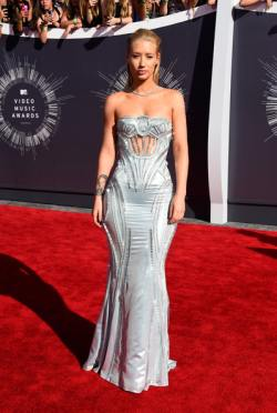 Iggy Azalea  2014+MTV+Video+Music+Awards+Arrivals+2UwnKSudFazl