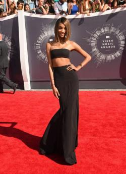 Jourdan Dunn 2014+MTV+Video+Music+Awards+Arrivals+YdRj_hHp5rtl
