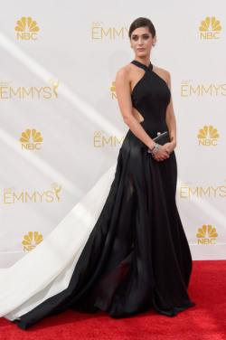 Lizzy Caplan Arrivals+66th+Annual+Primetime+Emmy+Awards+K7bwTzG5hx4l
