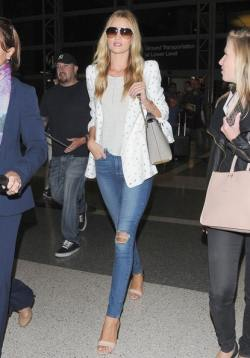 Rosie+Huntington+Whiteley+Arriving+LAX+Zfq0GO8dAddl