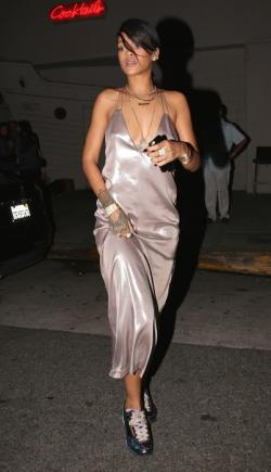 fabulous-looks-of-the-day-rihanna-giorgio-baldi-santa-monica-slip-dress-402x700
