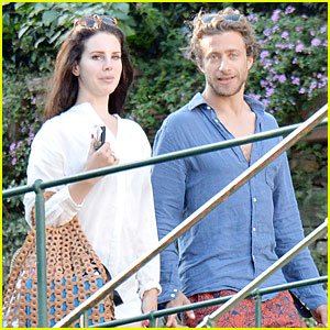lana-del-rey-steps-out-with-new-boyfriend-francesco-carrozzini