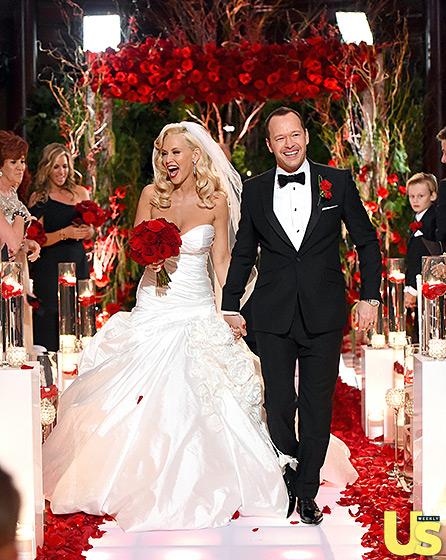 1409781243_donnie-wahlberg-jenny-mccarthy-wedding-10-560
