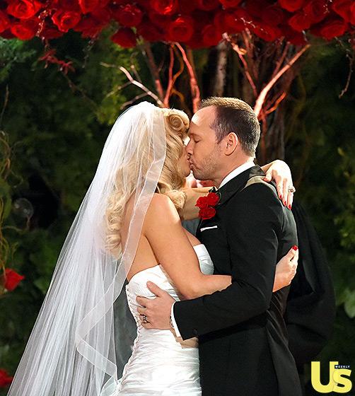 1409850710_donnie-wahlberg-jenny-mccarthy-wedding-3-560