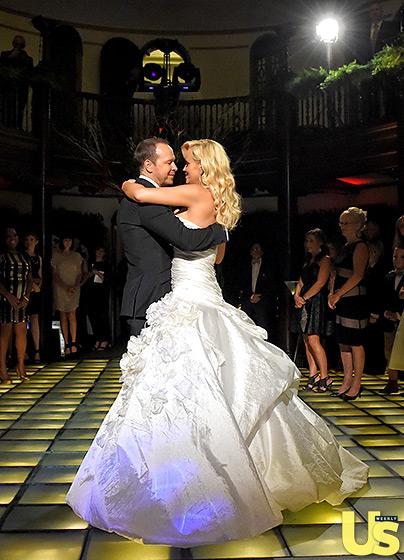 1409850739_donnie-wahlberg-jenny-mccarthy-wedding-4-560