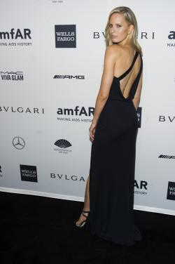 Karolina Kurkova - amfAR New York Gala - 002