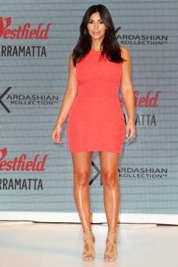 Kim Kardashian Attends Kardashian Kollection NMnlEw4vOCIx
