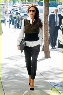 victoria-beckham-gets-back-to-business-05-468x700