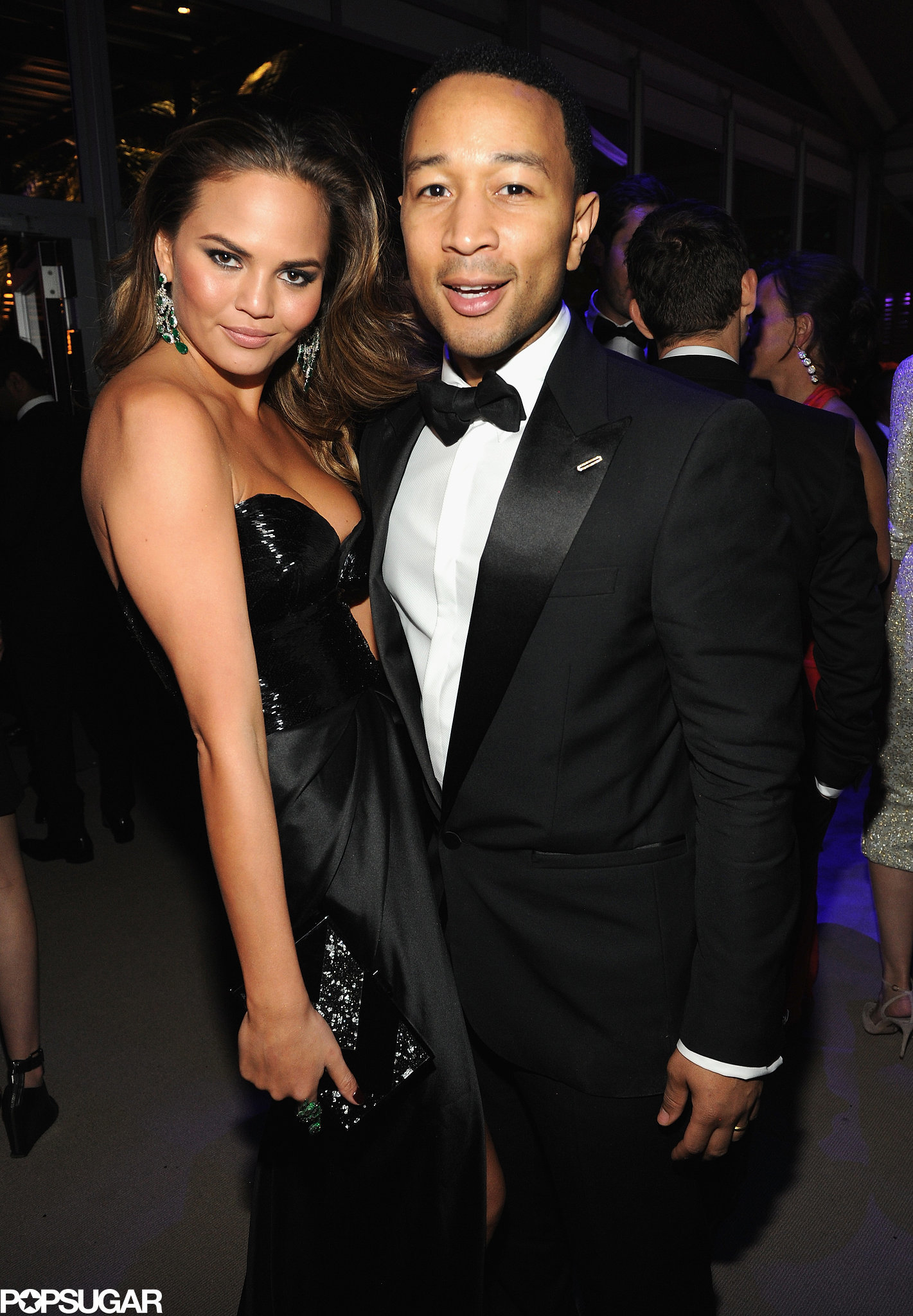 Chrissy-Teigen-John-Legend-posed-together-after-his-performance