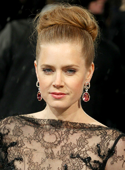 amy-adams-blonde-sophisticated-romantic-updo-hairstyle