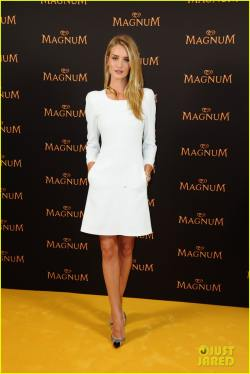 rosie-huntington-whiteley-debuts-new-magnum-short-film-10