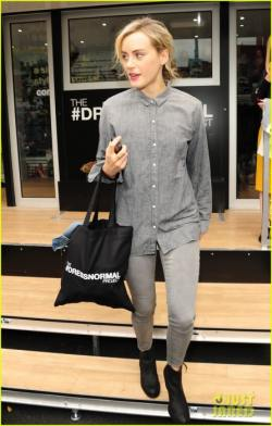 taylor-schilling-opts-for-grey-instead-of-orange-at-the-gap-02-446x700