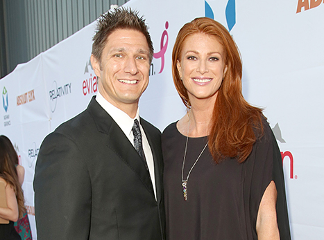 1417896857_angie-everhart-marries-carl-ferro_1