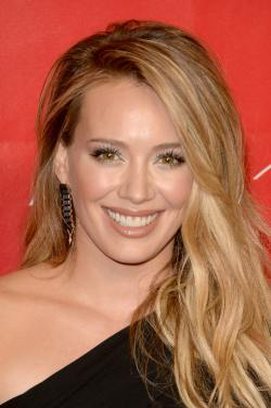 Hilary+Duff+2014+MusiCares+Person+Year+Gala+uXsH7hgtLWXx