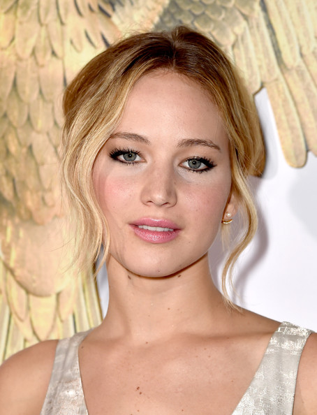 Jennifer+Lawrence+Hunger+Games+Mockingjay+QHPwsDWabv4l