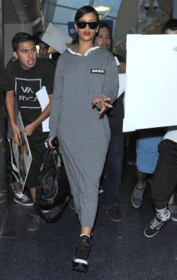 Rihanna+Arriving+Flight+LAX+xYNLT7cd7njl