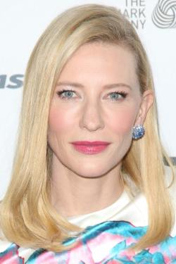 celebrity-paradise.com-The Elder-cate _21_