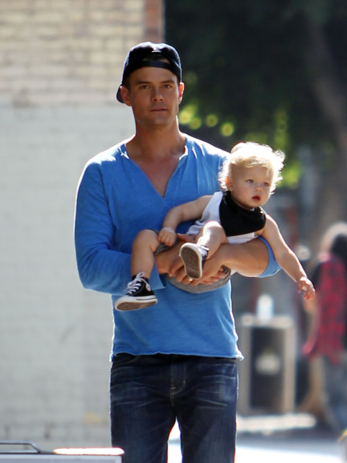 Josh Duhamel, son Axl Jack Duhamel and his in-laws give a visit to Fergie on the set of her new video 'L.A.LOVE (la la)' in Los Angeles