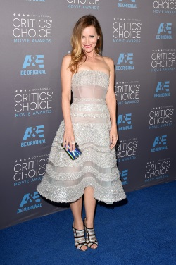 Leslie_Mann_Arrivals_Critics_Choice_Movie_E-KnjpfEpAwx
