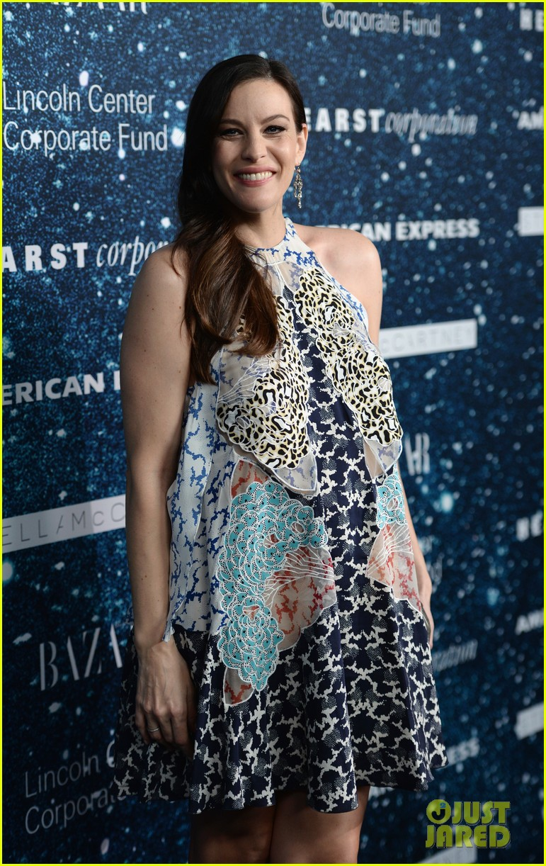liv-tyler-pregnancy-glow-at-women-leadership-award-02
