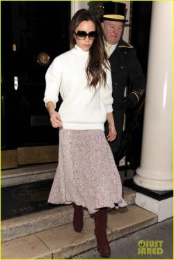 victoria-beckham-fashion-line-inspires-nail-polish-05-468x700