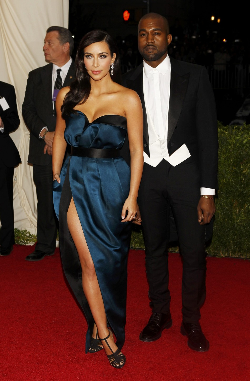 446897-kim-kardashian-and-kanye-west-arrive-at-the-metropolitan-museum-of-art