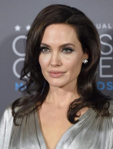 Angelina+Jolie+Arrivals+Critics+Choice+Movie+kQSwW4Mohm6l